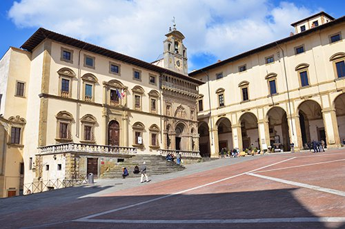 Descubra Arezzo e Cortona