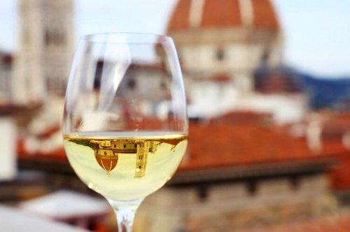 Aperitivo ao pôr do sol em Florença