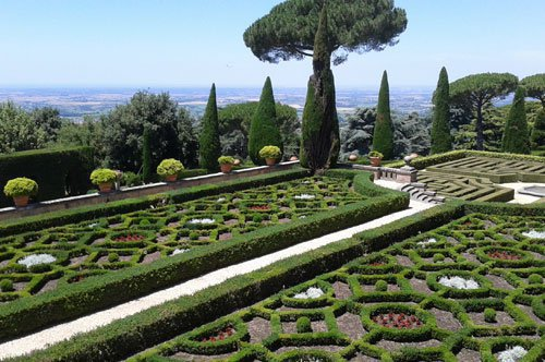 罗马近郊冈道夫(Castel Gandolfo)教皇夏季别墅带导游团队游览