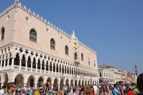 Group tour of the Doge Palace with Gondola Ride