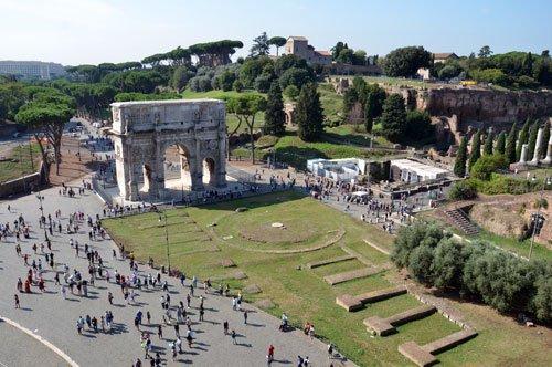 Gruppenführung in die Untergeschosse und zum Belvedere des Kolosseums