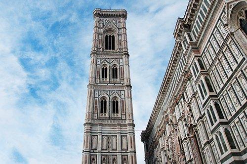 O Campanário de Giotto e a Praça do Duomo