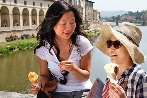 Paseo a pie por Florencia con helado y taburetes de paseo
