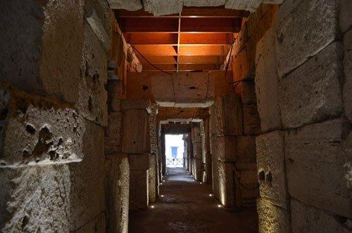 Passeio de grupo guiado aos Subterrâneos do Coliseu