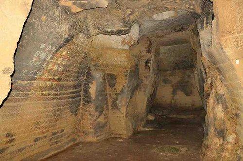 Die unterirdischen Gänge des Tals der Tempel mit Weinprobe