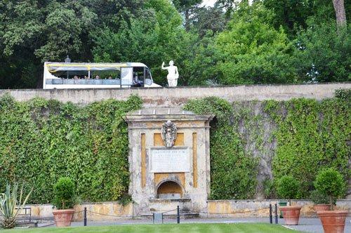 Vatikanischen Gärten im offenen Bus mit Audioführung