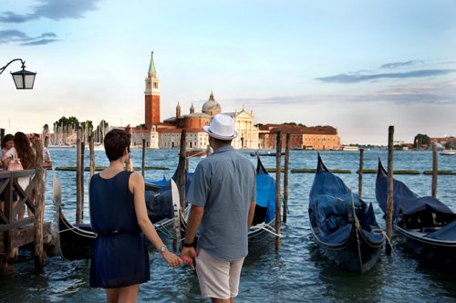 Venice: Guided walking tour and gondola ride