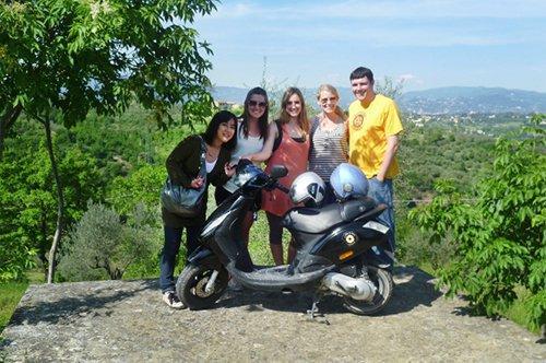 Visite guidée de groupe en Toscane en Vespa