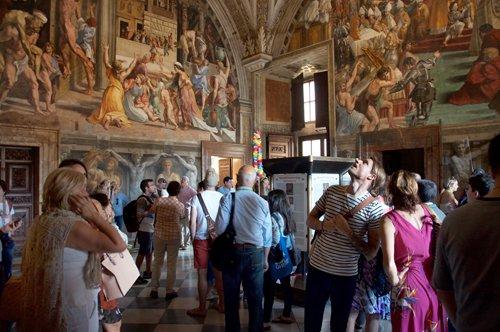 Vaticani Nascosti: Musei Vaticani, Scala del Bramante e Cappella Niccolina con guida privata