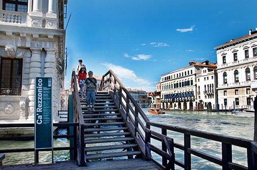 Venecia a pie y visita al Ca' Rezzonico con guía privado