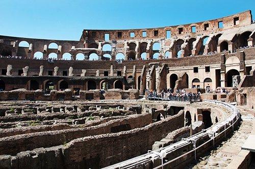 Kolosseum Eintrittskarten ohne Anstehen mit reservierter Uhrzeit + Rom Karte