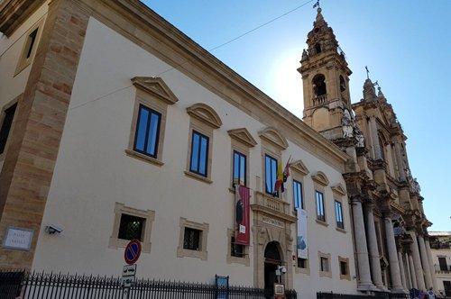 Entrada al Museo Arqueológico Antonino Salinas