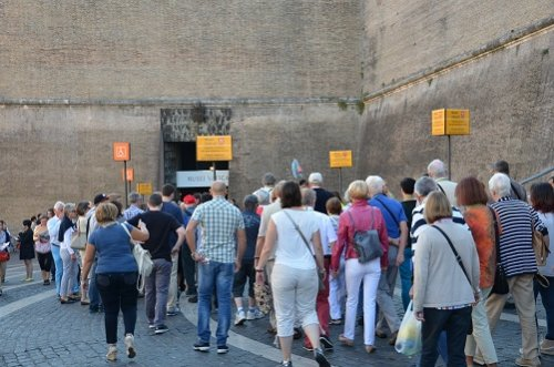 Vatican Museums skip the line tickets - entrance with assistance